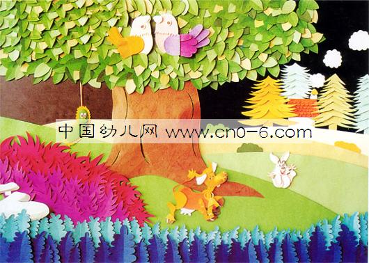 构思构图 构图既多样又统一,重叠交错,疏密得当。具有独创性,令人回味无穷。   色彩搭配 对比强烈,明暗反差大,主题鲜明突出,色彩搭配恰当,浅玫瑰红与绿色,黄色与紫色,淡蓝与橙色形成鲜明的对比,大胆地运用黑色衬托景物,使画面更加明朗与协调。   制作技巧 剪刻、平贴、折叠、交叉、插接等技巧综合运用,采用美术卡纸制作。