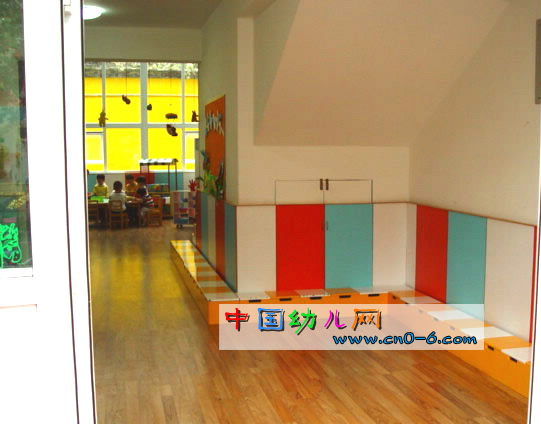 颜色天堂小精灵(幼儿园墙壁设计)