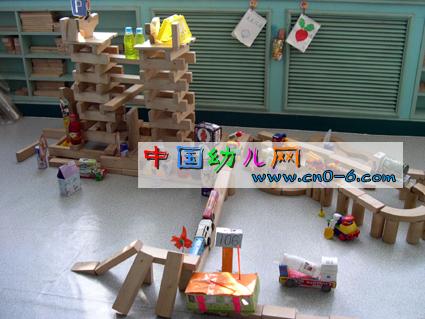 纸箱子的虚拟城市(幼儿园手工设计)