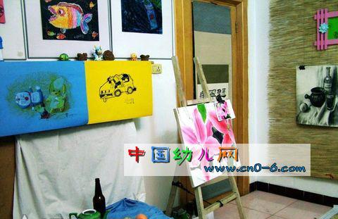 类别:幼儿园环境布置 绘画 位置:幼儿园画廊 故事:一年一度的