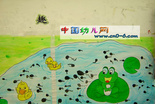 春季幼儿园墙面布置:青蛙妈妈的孩子们